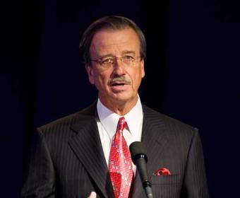 CEO speaker at podium, chicago